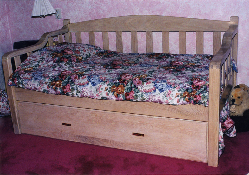 Day Bed<br /> Pickled Oak<br /> Roll Out Trundle Bed