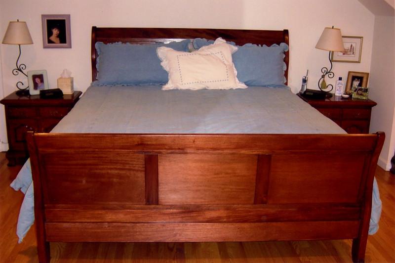 Sleigh Bed (King Size)<br /> Solid Mahogany<br /> Cabinet Grade Mahogany Plywood Panels