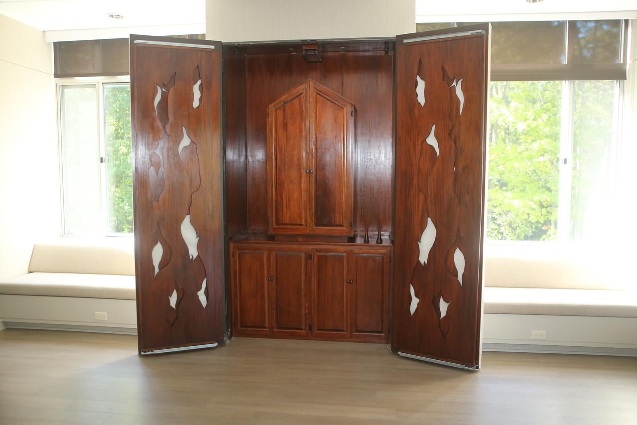 Congregation Emanu-El - Closet doors open, not yet expanded.