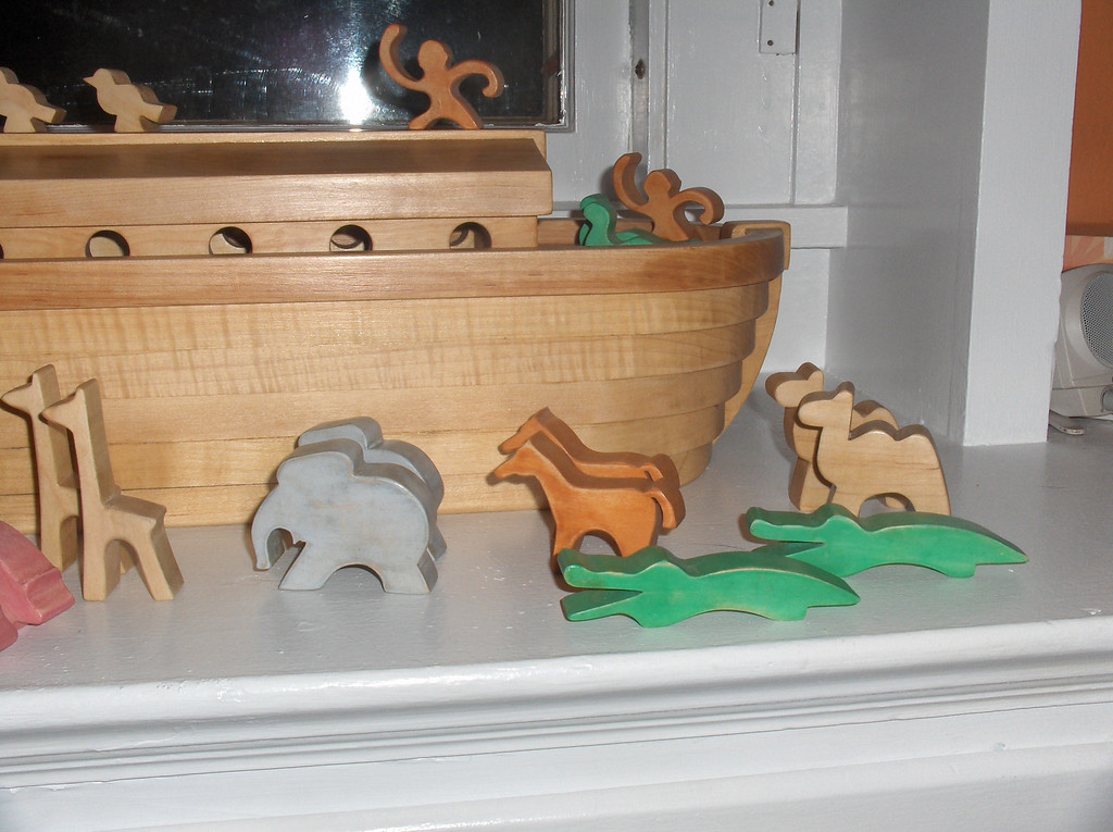 Woodworking project by Joshua Swenson as a present for Gavin Oldenburg.  Noah's Arc with 30 animals.  FurniturePlans.com