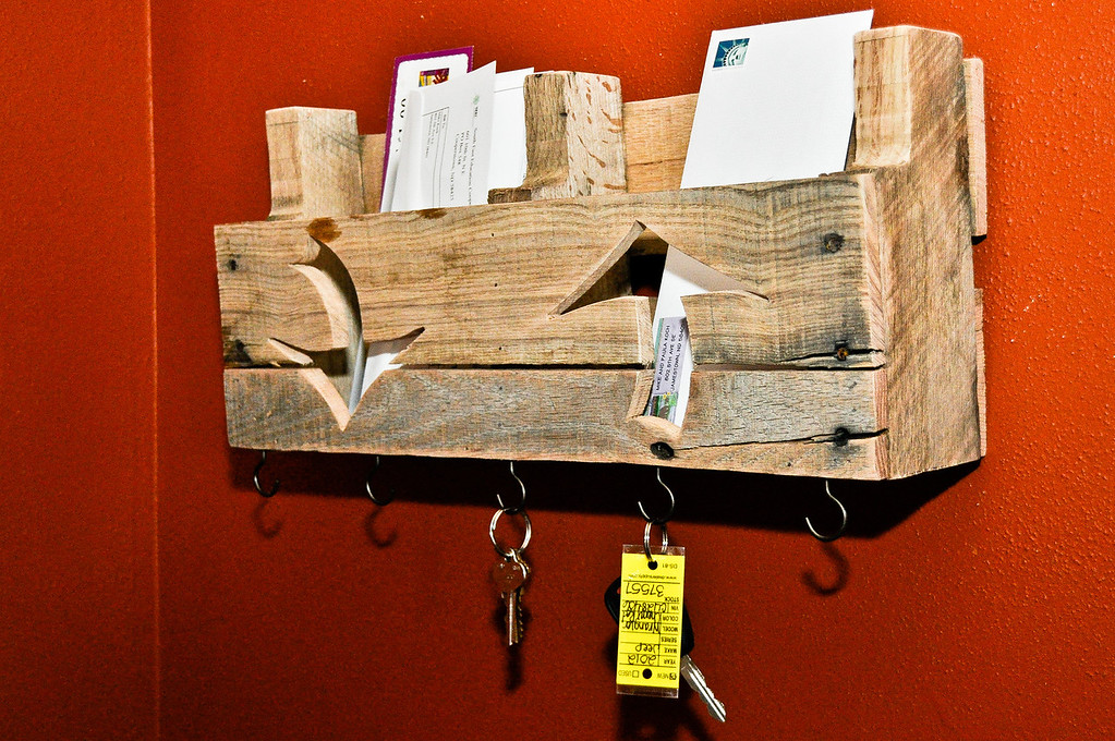 Pallet Shelf, in and out wth hooks