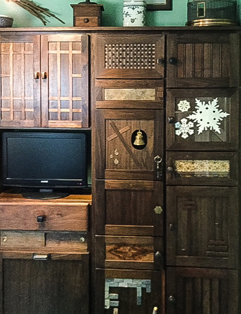 Butch McClintic made these cabinet doors for his kitchen with each door having a different theme.  Sep 2018