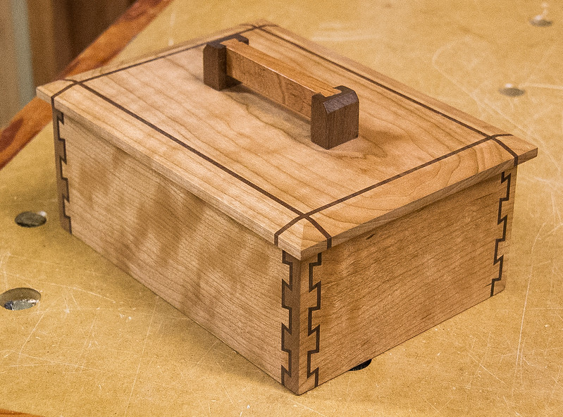 Member Bob Hunter was the presenter at the Oct 2016 General Meeting. His presentation was on using the Inca Jig to make double dovetail joints. He showed various boxes he has made using this technique.  Oct 2016