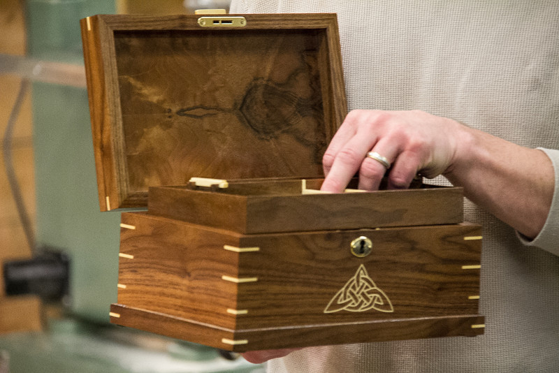 Dan Chodur showed his walnut with holly inlay jewelry box with a secret storage compartment. Jan 2014
