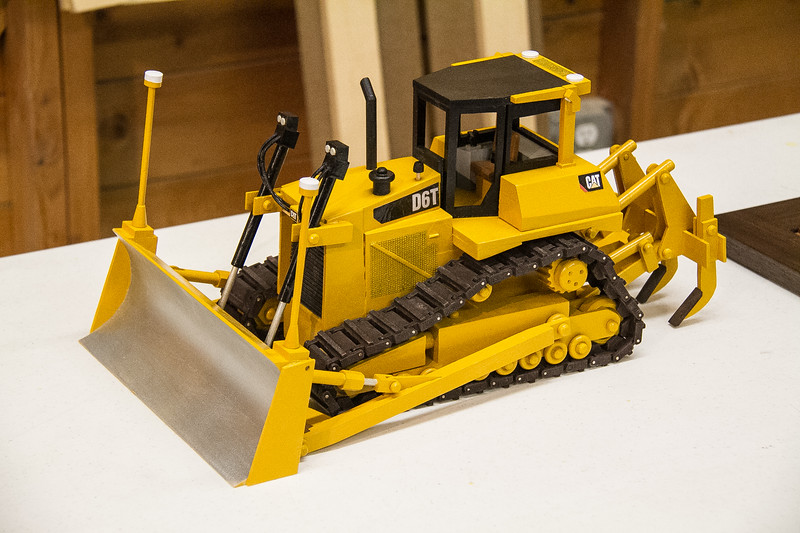 Francis Youngblut made this model D6 Caterpillar.  Nov 2017