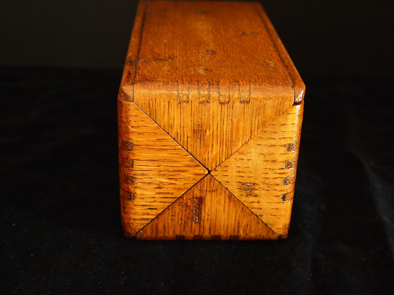 Box end showing finger jointed construction and divisions