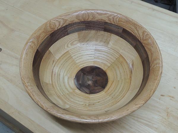 Walnut bottom, ash, ash, walnut, chestnut rim.
