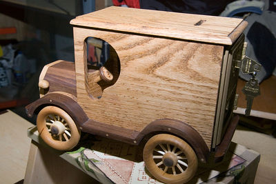 This is Gene's combination car and coin bank. Return to Woodworkers Guild