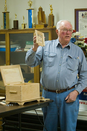 Alfred answered several questions on fitting jigs to different styles of router baseplates.