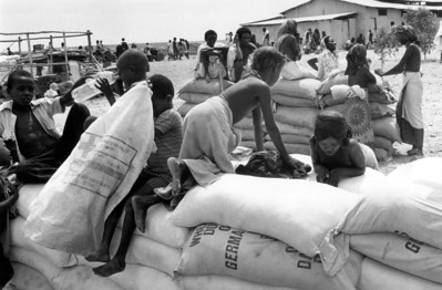 Ethiopian kids playing at a food aid distribution center, 1986