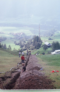 Getting close to laying the pipe in the ditch.  From bottom to top Vreni Wiesendanger (black top), Allen Hye (red top), Dick van Norren (white shirt and cap), Gerhild Baeker (blue shirt), Heini Baumberger (?), Cheryl Rogers ? (beside Heini), Gael Entriken (white top sitting), Johannes Symanowski (hat on).  Thanks to Gerhild for helping to identify the people.