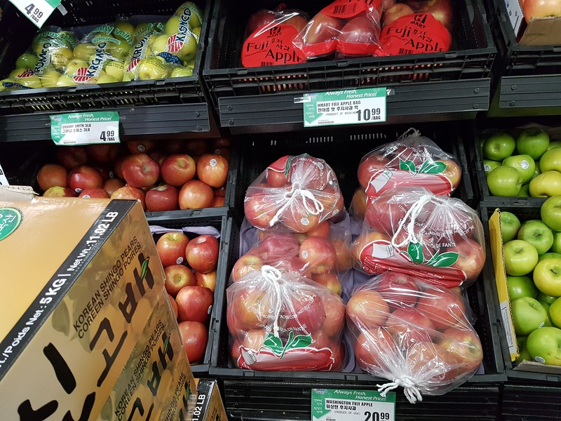 Wide range of packaging on apples including drawstring.
