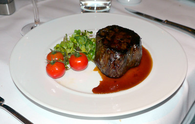 150 day grain fed beef tenderloin 200g, red wine jus.