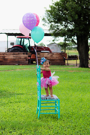 A huge Thank you to Liliana Hinojosa Photography for the Fabulous 1st birthday pics of my Princess Ava Jo. Not only was Liliana professional, she was great with Ava and open to our personal ideas. Your promptness with the proofs and edited pictures was amazing! For anyone looking for someone to capture your special moments...I definitely recommend Liliana Hinojosa Photography!!  Lori Lyn Mills