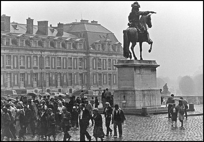 Lousi 14 statue at Versailles