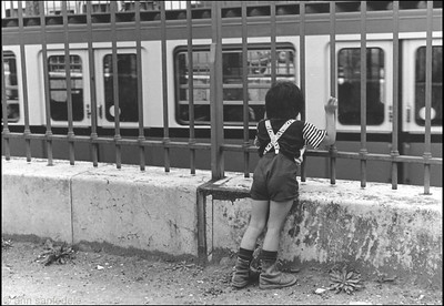 Little kid watching trains in Paris