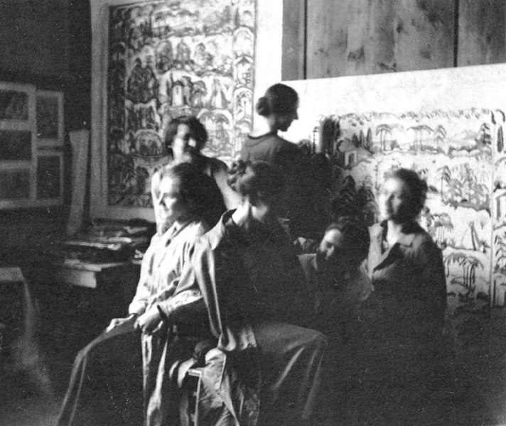 At the School of Arts and Crafts, Kunstgewerbeschule, in Munich. Stölzl on the right. Circa 1915.