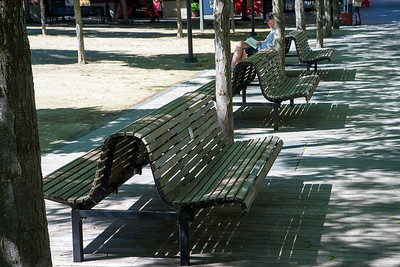 Diagonal lines created with benches (perspective 1)