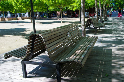 Diagonal lines created with benches (perspective 2)