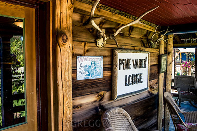 Pine Valley Lodge in Halfway