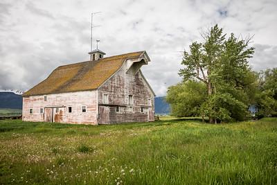 Barn near Joseph