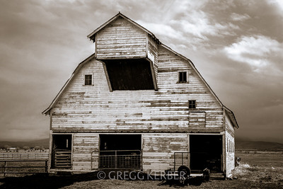 May 2014. ISO 200, 55mm, f/8, 1/400s, Lightroom 5 (with radial filter on barn to emphasize it).