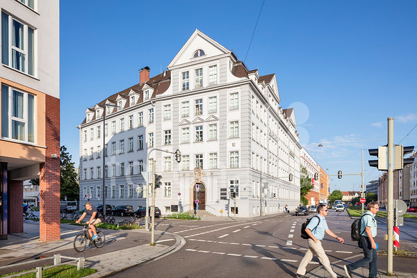 Helmholtzstraße 2