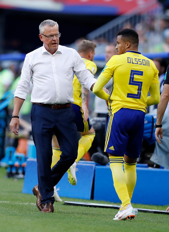 . Sweden head coach Janne Andersson, left, talks with Sweden\'s Martin Olsson during the quarterfinal match between Sweden and England at the 2018 soccer World Cup in the Samara Arena, in Samara, Russia, Saturday, July 7, 2018. (AP Photo/Alastair Grant)