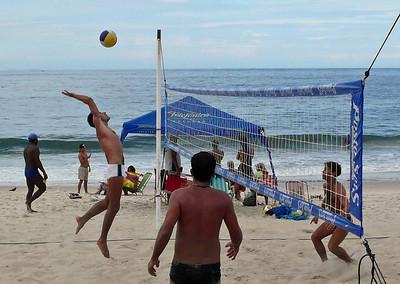 Beach volleybal on Ipanema Beach - Rio de Janeiro, Brazil (2007). Copyright © 2007 Alex Emes