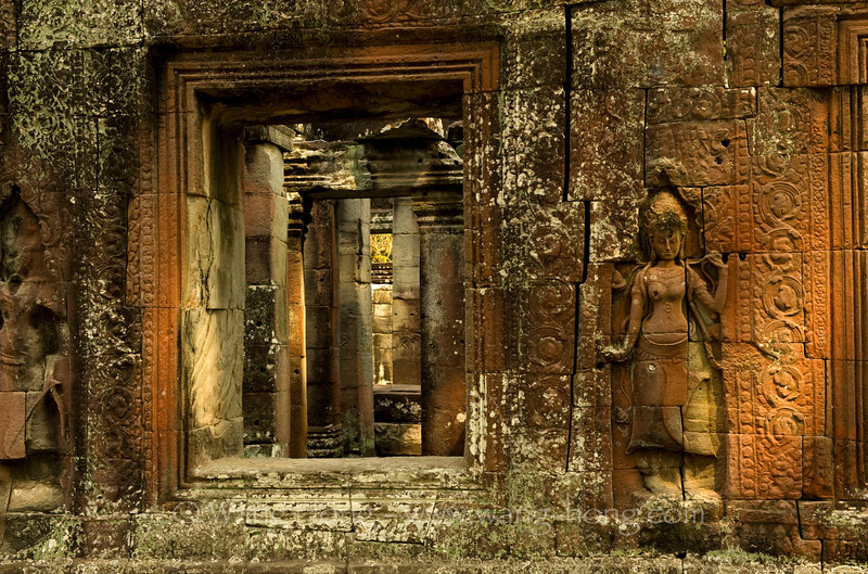 Apsaras by the window at Banteay Kdei