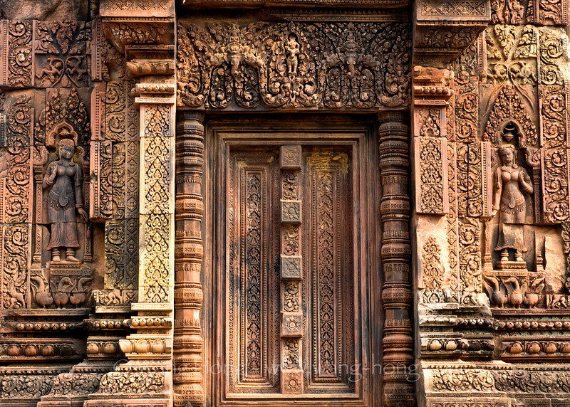 Apsaras at each side of a false door at Banteay Srei