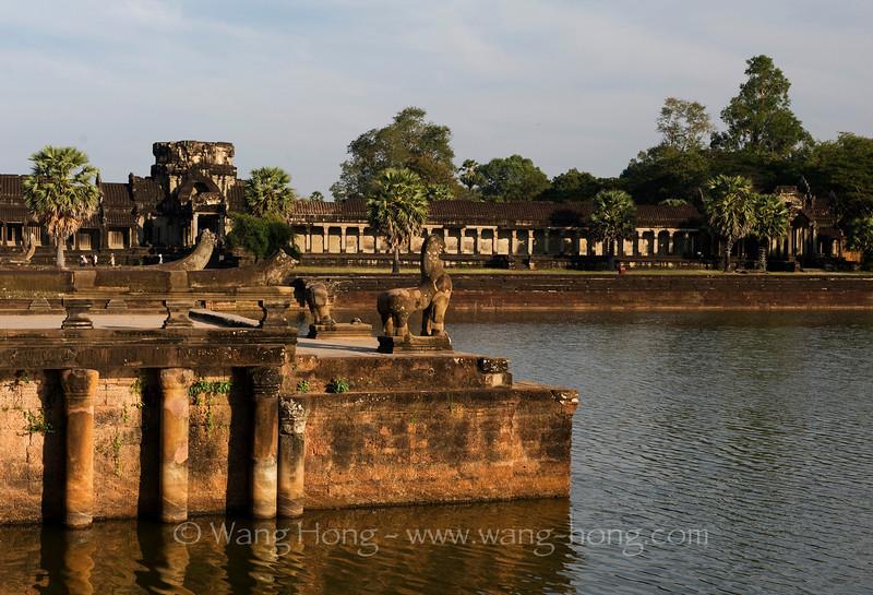 Angkor Wat - lion and Naga at the moat