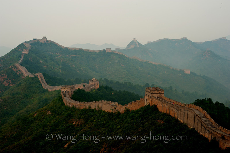 Jingshanling section of the Great Wall, early morning in weak sunlight through clouds 金山岭长城在薄云笼罩、阳光微弱的清晨