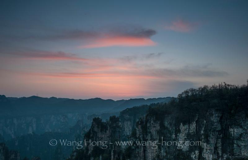 After sunset at Yunqingyan, Tianzishan 天子山云青岩日落后