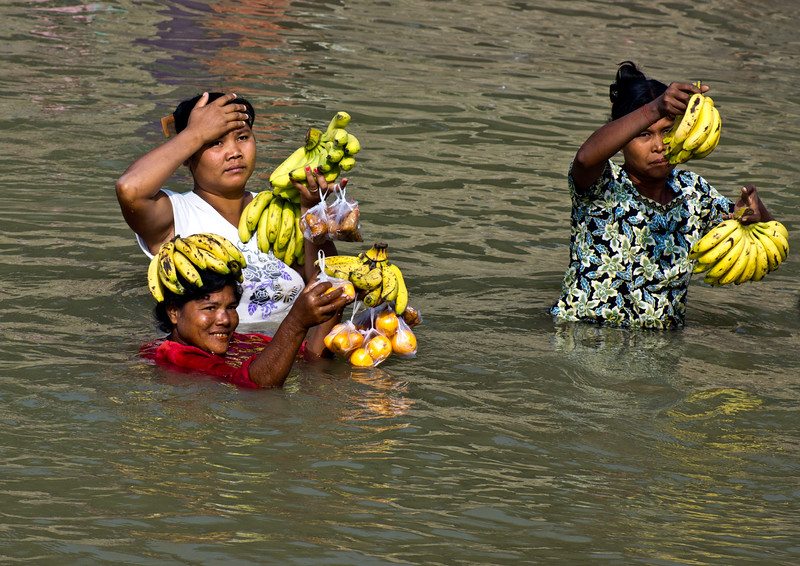 RIVER BANANA SELLING