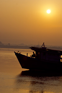 IRRAWADDY RIVER BOAT SILOUETTE