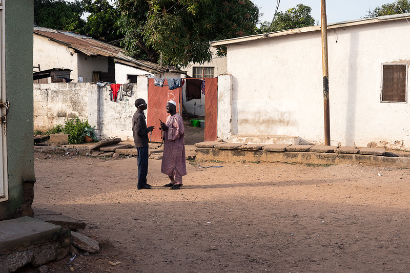 BAKAU 2014-01-10<br /> A street chat between men<br /> Photo Maria Langen / Sverredal & Langen AB