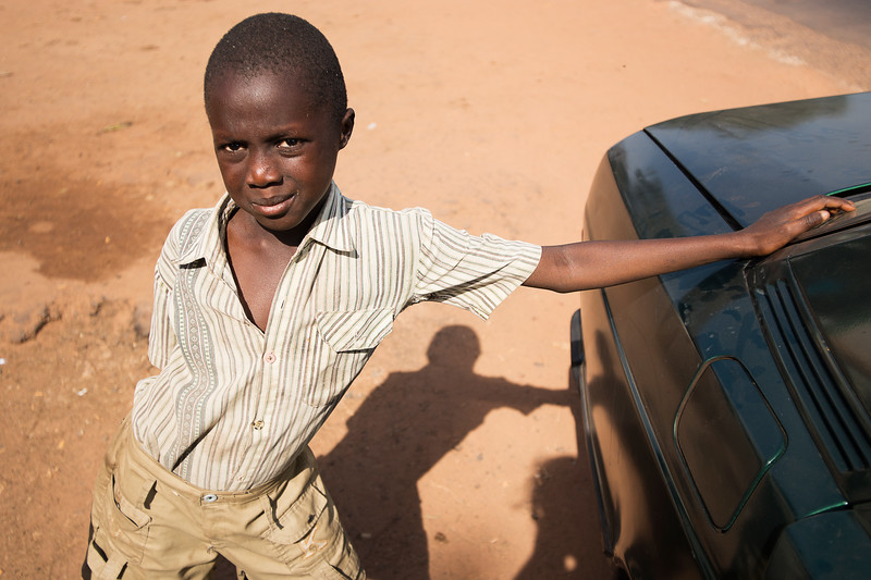 Gambia 2014-01-01<br /> A boy who wanted to get his photo done - on the road in the better areas in Gambia<br /> Photo Maria Langen / Sverredal & Langen AB