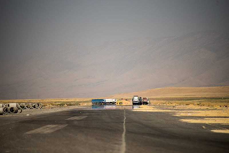 Iraq Kurdistan 2013091<br /> Sun warm road in the mountains of Kurdistan<br /> Photo Maria Langen / Sverredal & Langen AB
