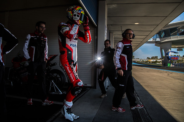 Chaz Davies at the Jerez World Superbike test, exiting the Ducati garage