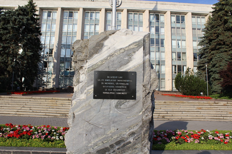 Monument to the Victims of the Soviet Occupation, Government House (Casa Guvernului), Chișinău