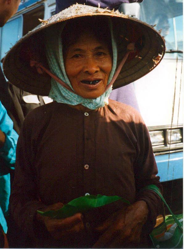 21 Lady in Ha Long Bay