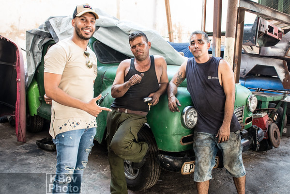 Day 5 - After shooting graffiti, I spend 1-2 hours touring the hood.  I found a group of guys in a closed door restoration shop.  I hung with them for 20-30mins and took some photos.  They'll be in the other gallery.  Great guys.