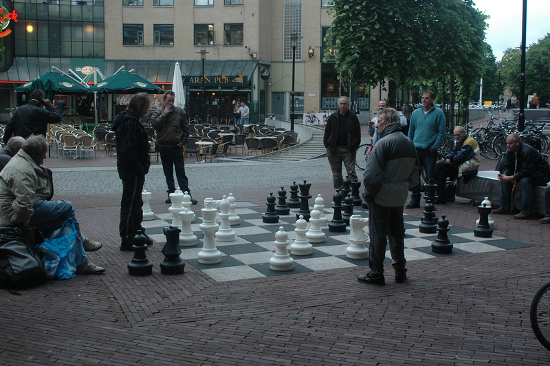 Normally, i'd expect to see kids doing this, but grown men playing chess with lifesize pieces near Leidseplein was kinda cool.