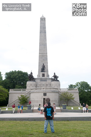 I KWOK in front of Lincoln's tomb in Springfield, IL