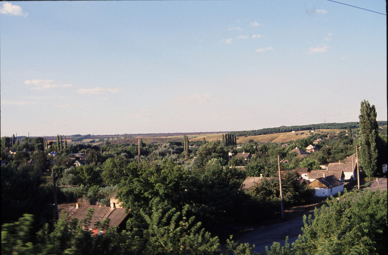 View of a town on the train from Moscow to Rostov-na-Donu. #RUS2001-15