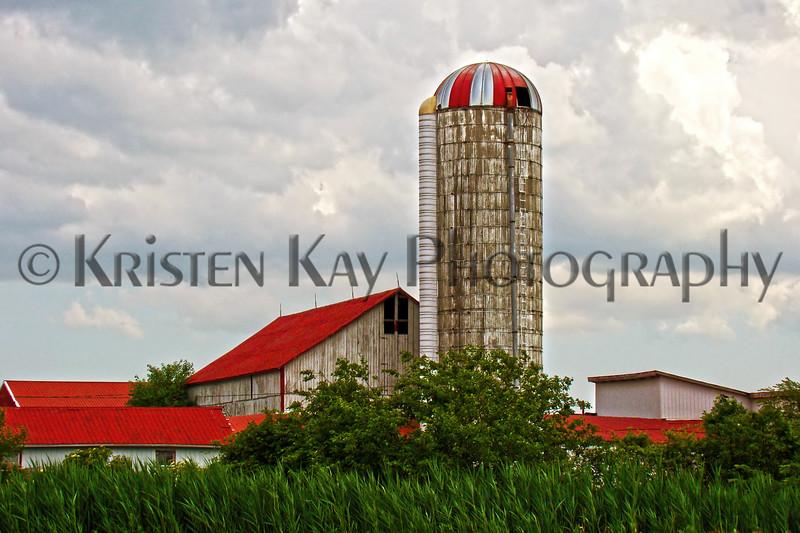 Red-roofed barn kk_036p_F