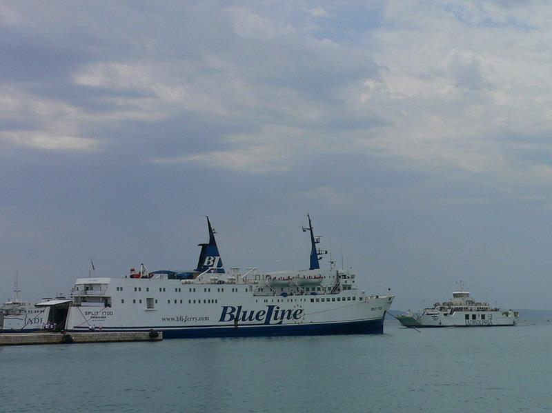 A ferry in Split's harbour<br /> <br /> Egy komp Split kikötőjében