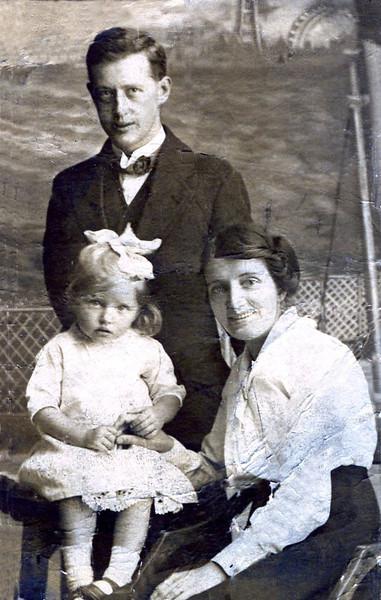 Herbert and Mary Ann Lightfoot and daughter Doris