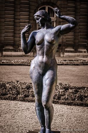 Nudity in the Gardens